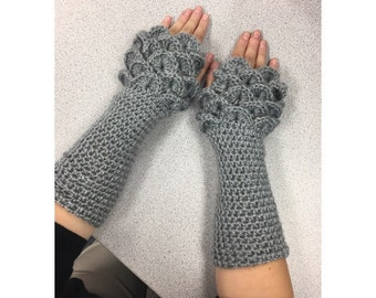 Fingerless crocodile stitch gloves in gray