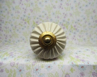 White With Gold Wine Bottle Stopper