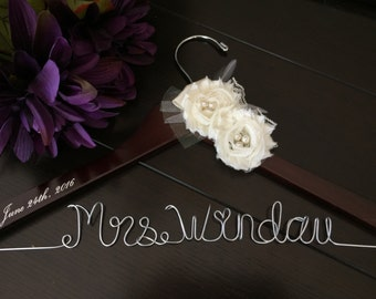 Wedding hanger, custom wire hanger, bridal hanger, bride gift, bridesmaids gift, custom made hanger