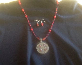 Black & Red Asian inspired necklace with matching earrings