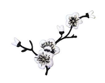 ID 6823 Black & White Flowering Branch Patch Nature Apparel Iron-On Applique