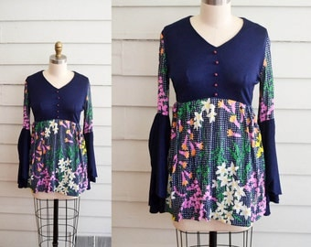vintage 1960s or 1970s vintage flower tunic / Small long sleeve dress / vintage mini dress / flower power hippie festival vintage tunic