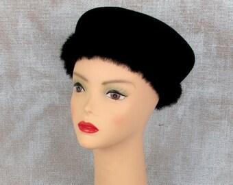 Vintage Hat, 1950s Hat, Fur Hat, Fur Trim Hat, Beret Style Hat, Black Hat, Wool Hat, Felt Hat, Felt Beret, Wool Beret, 1950s Winter Hat