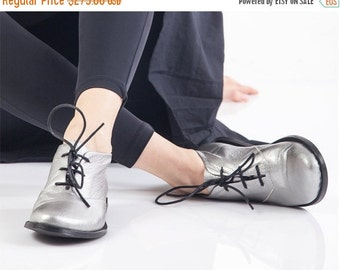 SALE 30% OFF Silver oxford shoes, Metallic womens shoes, Tie shoes