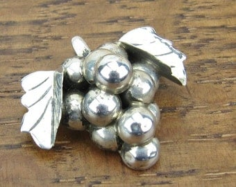 Vintage Sterling Grapes brooch pin hand made silver jewelry 925 Iguala Hecho en Mexico signed EML