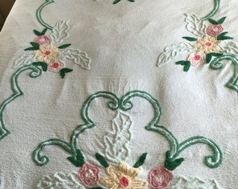 Vintage Floral Chenille Bedspread Full Size 88 x 100
