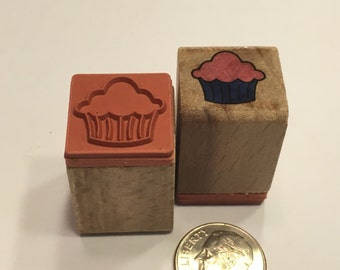 small / tiny Cupcake rubber stamp, 15 mm (JJ)