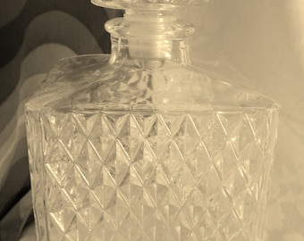 Square Glass Decanter with Original Glass Stopper Clear Glass Diamond Pattern Bar Ware Liqueur Bottle