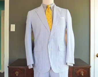 NEAR MINT Vintage 1970s - 1980s Brooks Brothers 2 Piece Seersucker Wash and Wear Summer Sack Suit 39 R.  Made in USA.