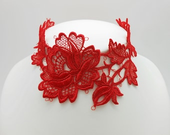 Short necklace of red lace neck.