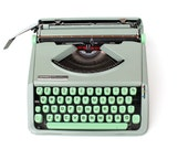 Hermes Baby typewriter Working typewriter Mint green portable typewriter 1966 Lightweigh vintage typewriter Light green typewriter