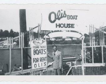 Vintage Snapshot Photo: Oli's Boat House, 1950 (69503)
