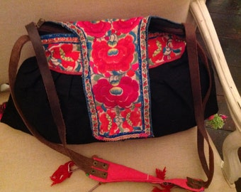 Embroidered vintage bag, with leather straps-Poetry