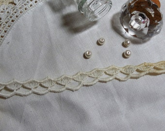 """1 Yard Vintage White Scalloped Lace Trim 1/2"""" Heavily Stained with Age"""