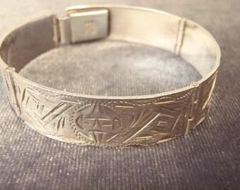 Sterling Silver Etched Hinge Bracelet B80