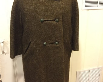 SALE! Elegant 1960s larger size olive green wool coat with fur collar