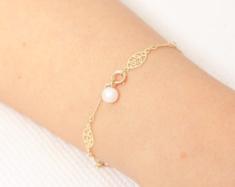 Delicate Gold Bracelet, Layering Bracelet, Bridesmaid Bracelet, Link Chain Bracelet, Pearl Bracelet, Gold Filled Jewelry, Bridesmaid Gift.