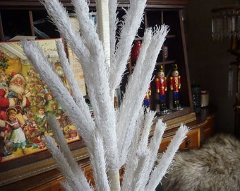 Vintage Inspired White Feather Tree