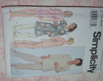 Simplicity 8905 Misses Pajamas and Robe Sewing Pattern - UNCUT - Sizes Xs S M