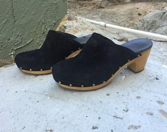 Uggs / ugg / UGGS / UGG / clogs / suede clogs / backless shoes / suede shoes / black suede shoes 71/2 closer to a 8