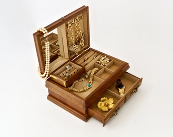 Solid Wood Jewelry Chest Multi Level Jewelry Showcase