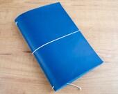Cuaderno de cuero hecho a mano, estilo Midori Traveler's Notebook tamaño Regular/Wide - Azul Petróleo