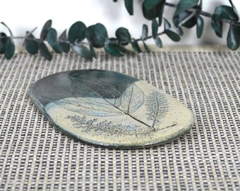 Paula Von Freymann, Fossil Ceramic Decorative Plaque / Small Trivet, Natural Leaf & Fern Frond, Design Impressed in Clay, 1995 Upsala Sweden