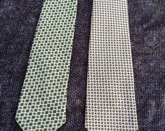 2 Dacron ties