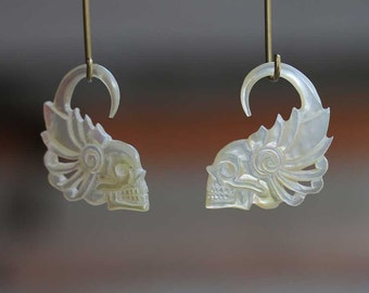 hand carved mother of pearl skull wings ( 3 mm )