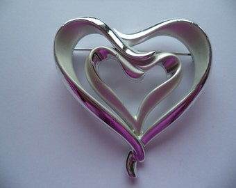 Vintage Unsigned Silvertone/Matt Large Twisted Heart Brooch/Pin
