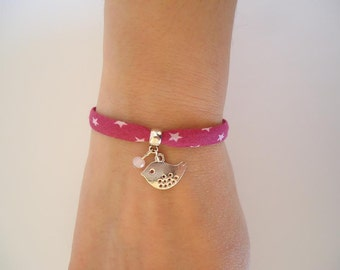 Fuchsia ribbon bracelet with stars and a bird charm - Gypsy chic jewelry - Bonhemian style