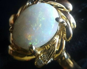 18K Yellow Gold Opal Ring with Diamond Accents (st - 1702)