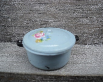 Miniature casserole with lid in pastel blue