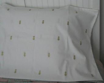 Pineapple print pillowcase, Coastal Style, hospitality, Summer, guest house, pineapple bedding