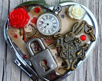 Alice In WonderLand Themed Compact. Alice in Wonderland Mirror. Queen Of Hearts Compact Mirror.