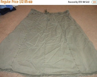50% OFF Plus size 3X Vintage green skirt 44 inch waist 33 inch length