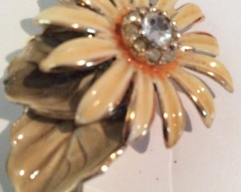 Daisy brooch 2 in