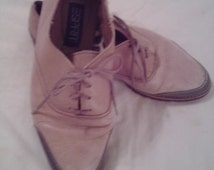 NEW ITEM! Vintage ladies shoes by Esprit. Sizd 9. Tan leather upper with hunter green rubber trim. Some wear but still good.