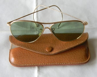 True Vintage Rare  American Optical Aviator Calobar Green Lenses Sunglasses Ful Vue 1/10-12K Gold Filled 1940's. Made in USA.