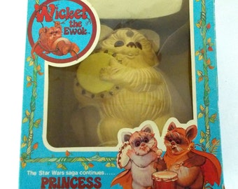 1983 Star Wars Wicket the Ewok Princess Kneesa Bank Complete with Box