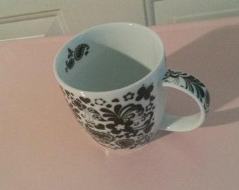 Black and white paisley design mug
