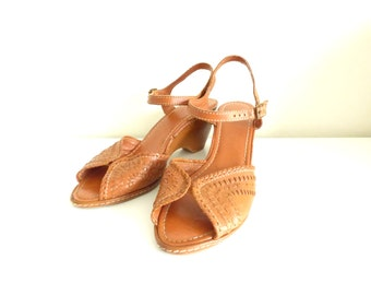 Vintage Leather Strappy Wedge Sandals / Size 9 Leather Sandals
