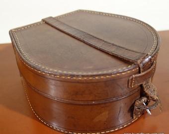 leather collar box