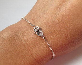 Hamsa bracelet, Hamsa Hand bracelet, protection bracelet, silver bracelet, tiny bracelet, charm bracelet, evil eye bracelet, jewish bracelet