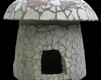 Mushroom-shaped cat House