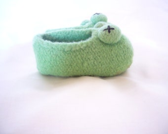 "Felted slipper ""Kermit"""