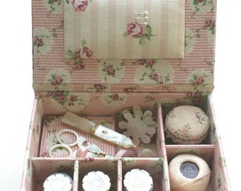 """DIY kit sewing or jewellery box  of 5.1"""" x 6.7"""" x 2.8"""" (19,5 x 13 x 7 cm), fabric covered cartonnage"""