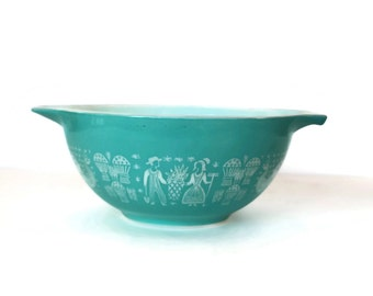 1.5 Quart Pyrex Mixing Bowl, Amish Butter Print, Milkglass w Aqua Design