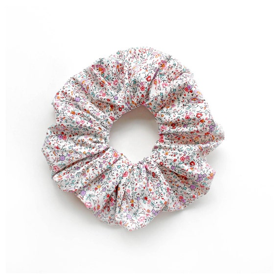 TINY FLOWERS . Cute scrunchy with tiny flower pattern in pink and lavender. Retro Accessory.