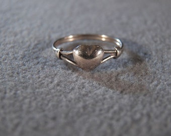 Vintage Sterling Silver Ring with Delicate Heart and Band, size 4 2/4    **RL